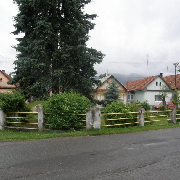 Rekonštrukcia chodníkov pri kultúrnom dome (2012)