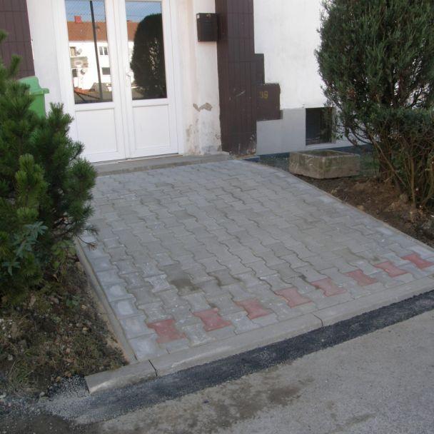 Rekonštrukcia cesty pri bytovke č. 12 (2014)