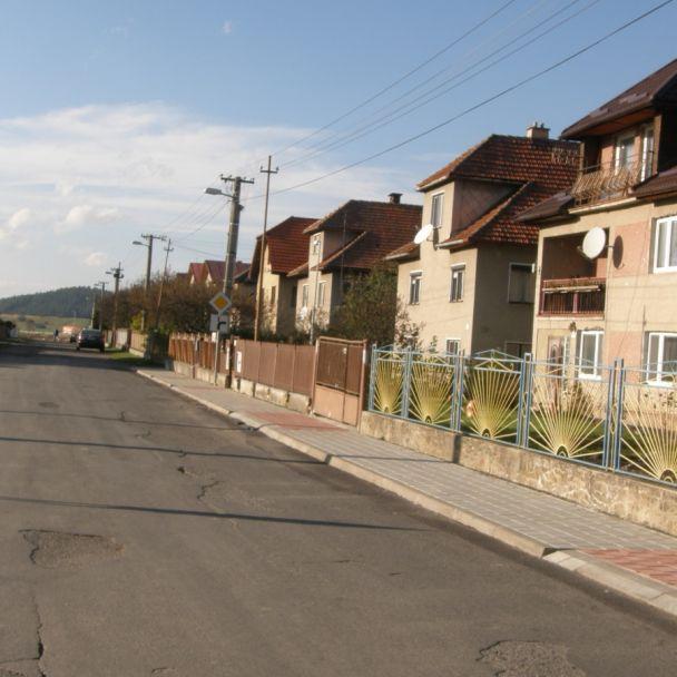 Rekonštrukcia chodníkov v obci (2014)
