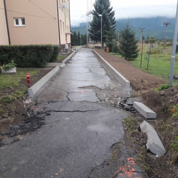 Rekonštrukcia parkovacích plôch a miestnych komunikácií pri bytovkách 240 - 243 (2019)