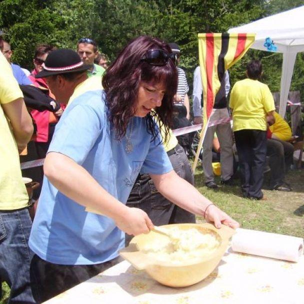 Súťaž vo varení halušiek (2012)