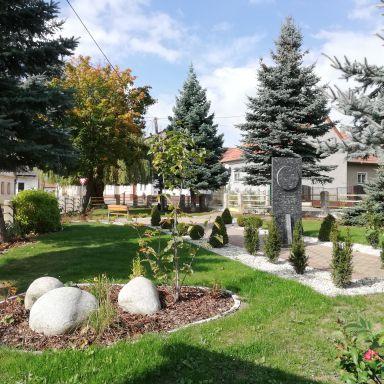 Revitalizácia parku pred kultúrnym domom a obecným úradom